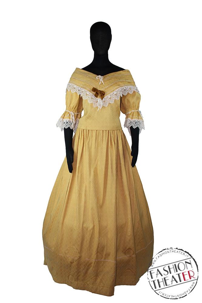 Donna '800 giallo